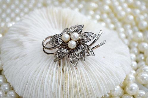 真珍珠鍍銀花形水鑽胸針 貴婦淑女 日本高級二手古著珠寶首飾