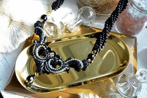 黑色巴洛克木質雕花項鍊
