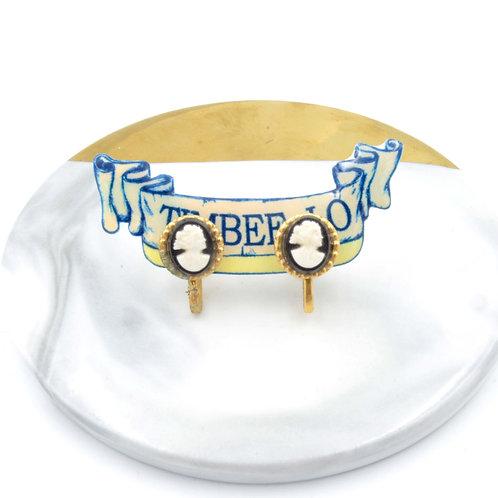 美國中古浮雕貴婦人像耳環 耳夾款式 樹脂材質    中古孤品 只有一件 Vintage Item    一件具時代性的時裝文物