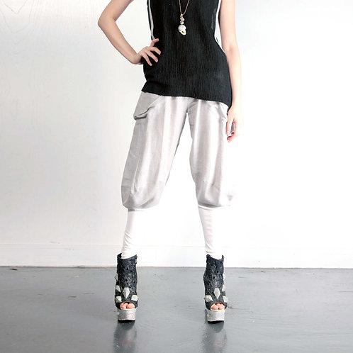 灰色棉麻質料闊身窄腳馬褲剪裁長褲 褲腳管有彈性 橡筋褲頭