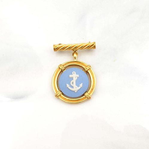 Wedgwood藍色白海軍船錨圖案 浮雕心口針 鍍18K金胸針 別針扣針襟針