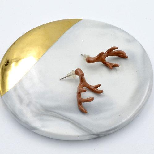 TIMBEE LO 啡色法式樹脂搪瓷 麋鹿角耳環