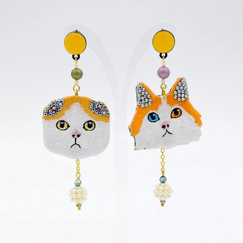 刺繡貓咪綴水晶耳環
