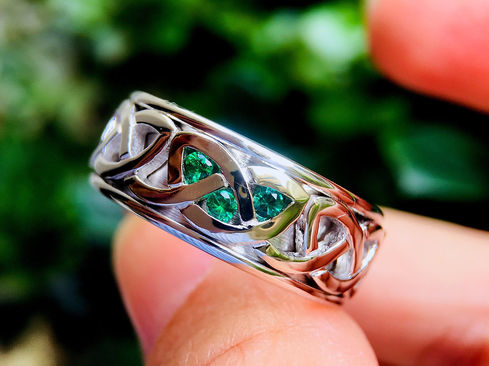 14k White Gold Celtic Ring With Emerald Stone Setting Celtic Wedding Band