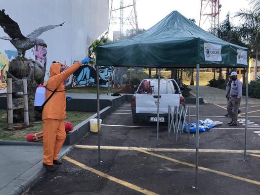 Por conta da abertura da Feira do Teatro no domingo, barracas passam por sanitização