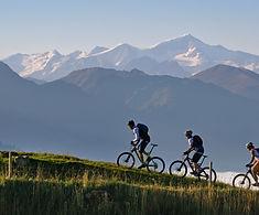 thumb-mountainbiker-auf-dem-weg-zur-hohe