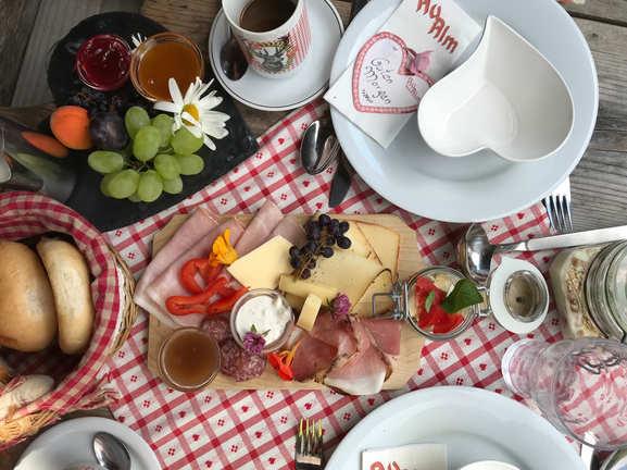 Frühstück auf der Au Hochalm