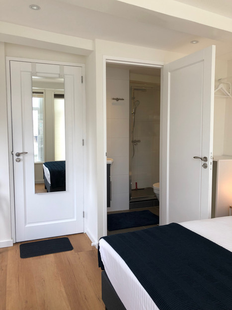 PH93 Amsterdam rooms have ensuite private bathrooms