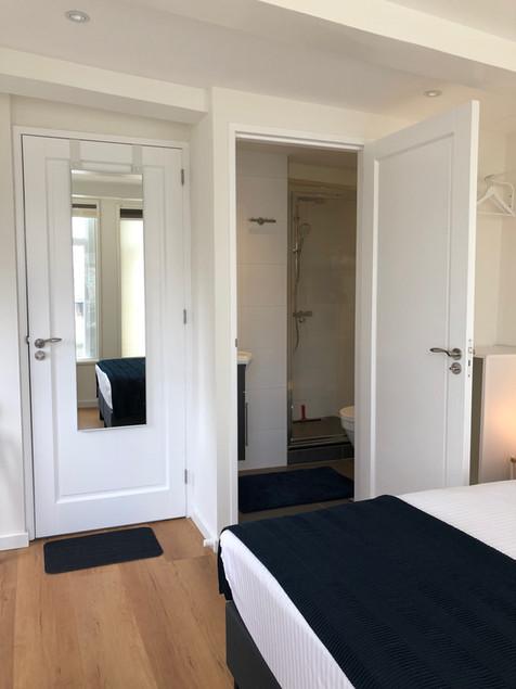 PH93 Amsterdam rooms have ensuite private bathrooms