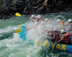 river-rafting-50112_960_720.jpg