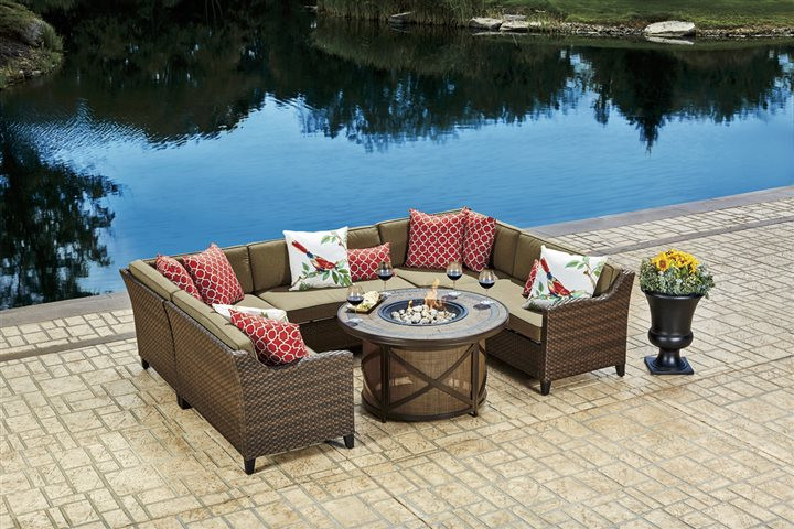 8 must-have elements for a colorful, fun outdoor living space on Ab And Outdoor Living id=66855