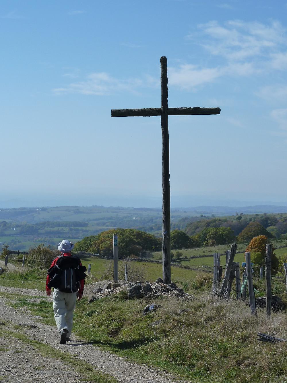 Une immense croix le long du Chemin