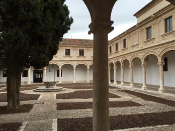 """Le Patio """"Trilingüe"""", sur lequel ouvre l'Hostería del Estudiante"""