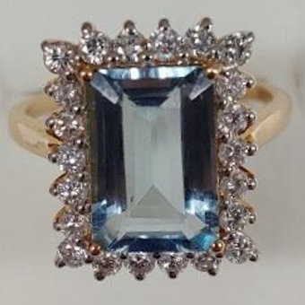 Ladies Aquamarine Ring
