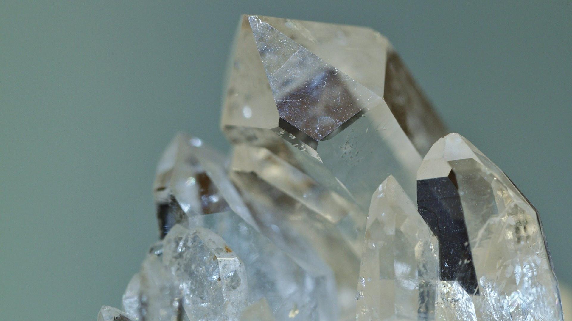 rock-crystal-397955_1920.jpg