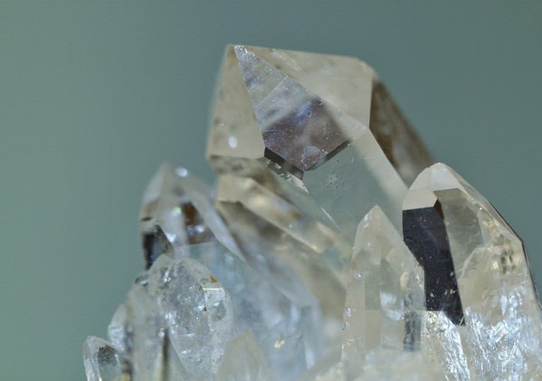 rock-crystal-397955_1920.jpg