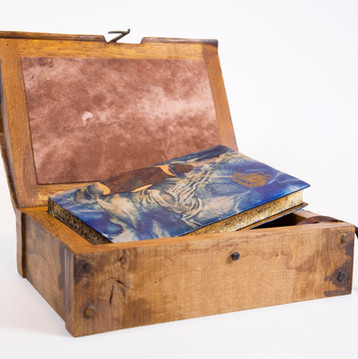 Treasure Island with Wooden Chest Container