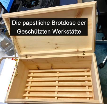 Wir haben den ersten GEWINNER: Dr. Wolfgang Kathan gewinnt die päpstliche Brotdose der GW Tirol!