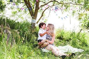 shooting photo famille avec décor champêtre