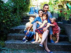 Photo de famille dans les escaliers metz