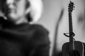 17:12 Autoportrait à la guitare. 35/100