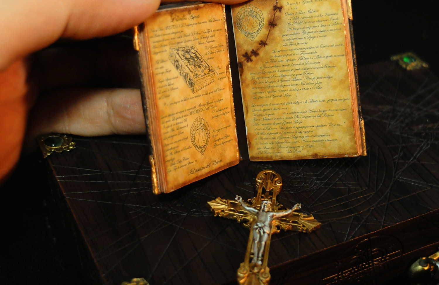 Hunter's Notebook  League of Demon Hunters I Paul the Holy Disciple  Original Design by GATE TOYS