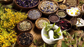 Can different herbal combinations work together in TCM?
