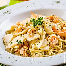 Espaguete com camarão e palmito pupunha