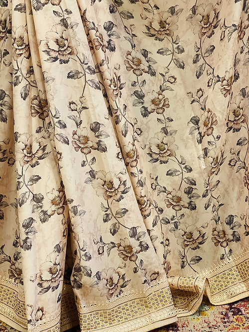 Beautiful floral saari comes with stiched blouse