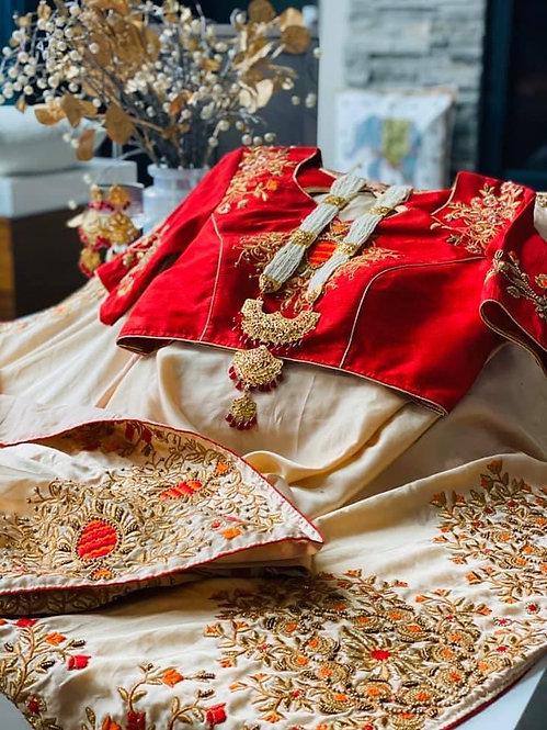 Italian crape saari comes with pretty exclusive embroidery