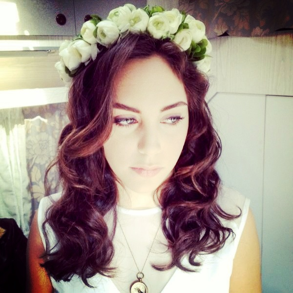 Floral Head Wreath KuzeyGuney Scene