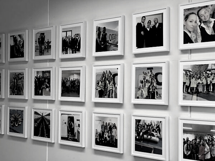 Black and white wall pictures.png