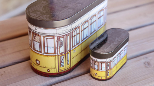 Illustrating the iconic Lisbon train