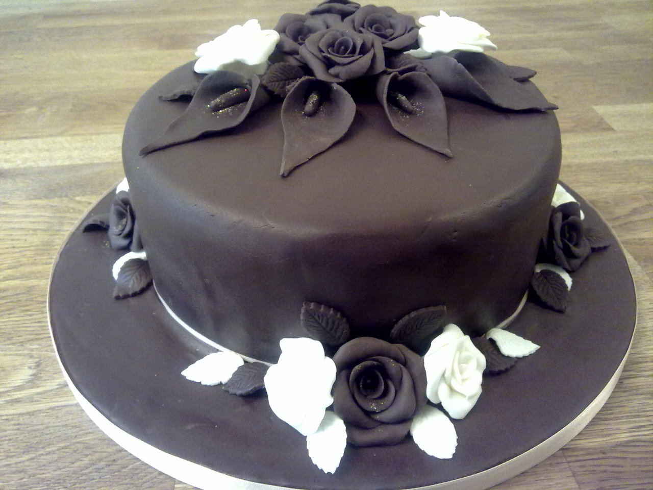 Chocolate fondant wedding cake