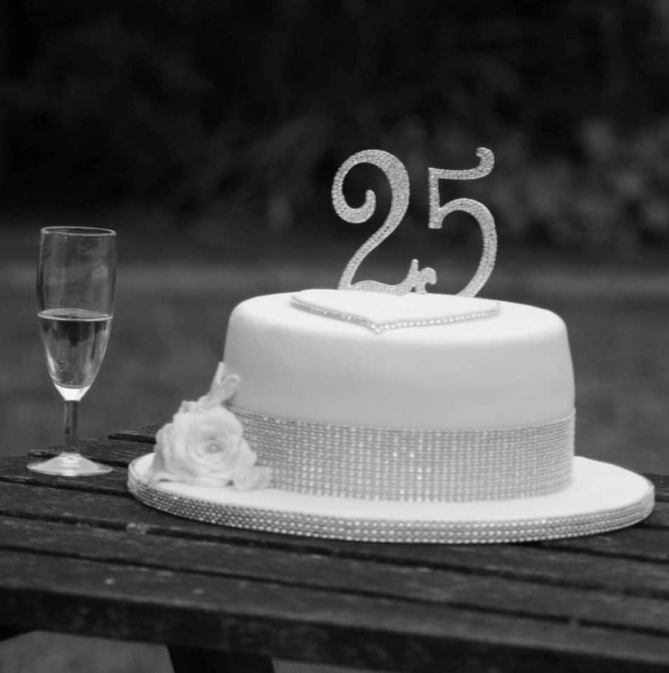 25 ANNIVERSARY CAKE B&W