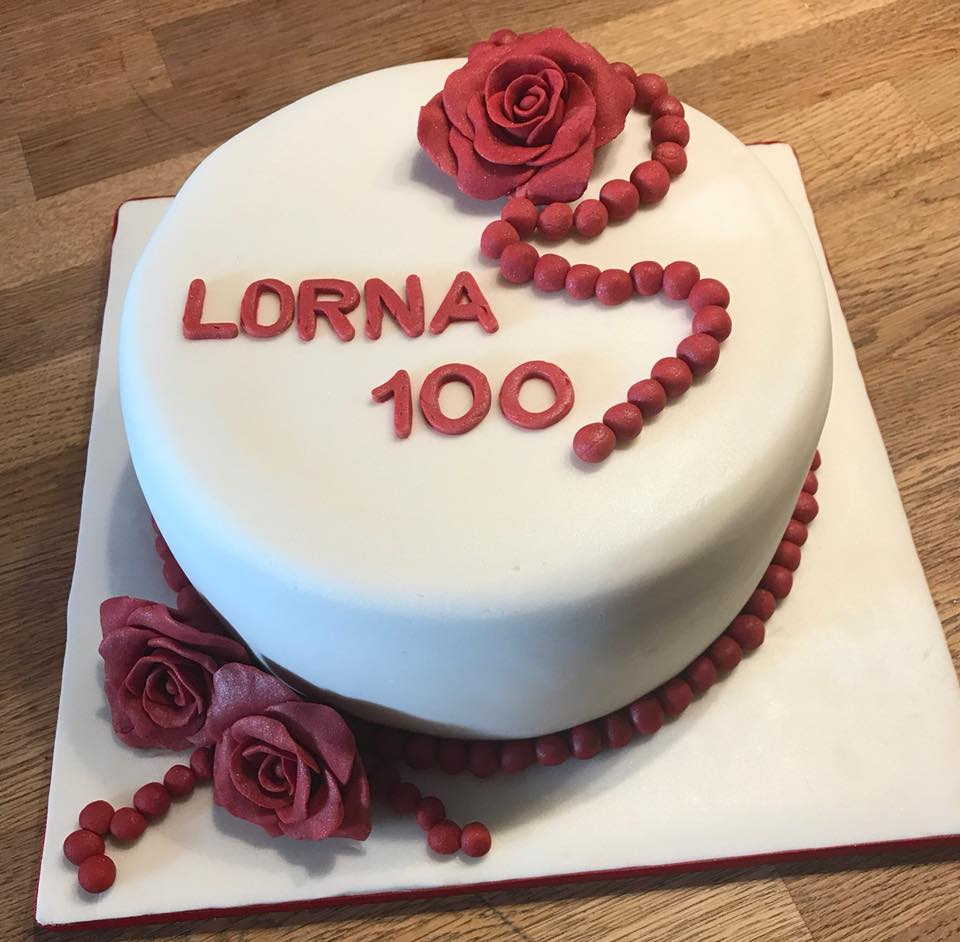 Red Roses Birthday Cake