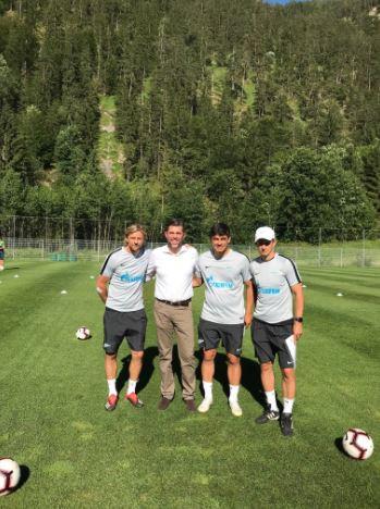 Thomas Baliamis (2.v.l.) mit dem Cheftrainer von Zenit St. Petersburg, Sergei Bogdanowitsch Semak (ganz rechts) sowie den Co-Trainern Anatolij Tymoschtschuk und William de Oliveira (Foto: Brandlhof)