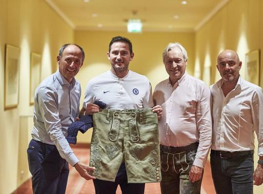Eine Lederhose für den Chelsea-Trainer