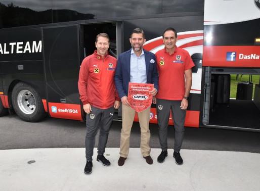 Hotel Gut Brandlhof begrüßt die Elite auf hoteleigenem Fußballplatz