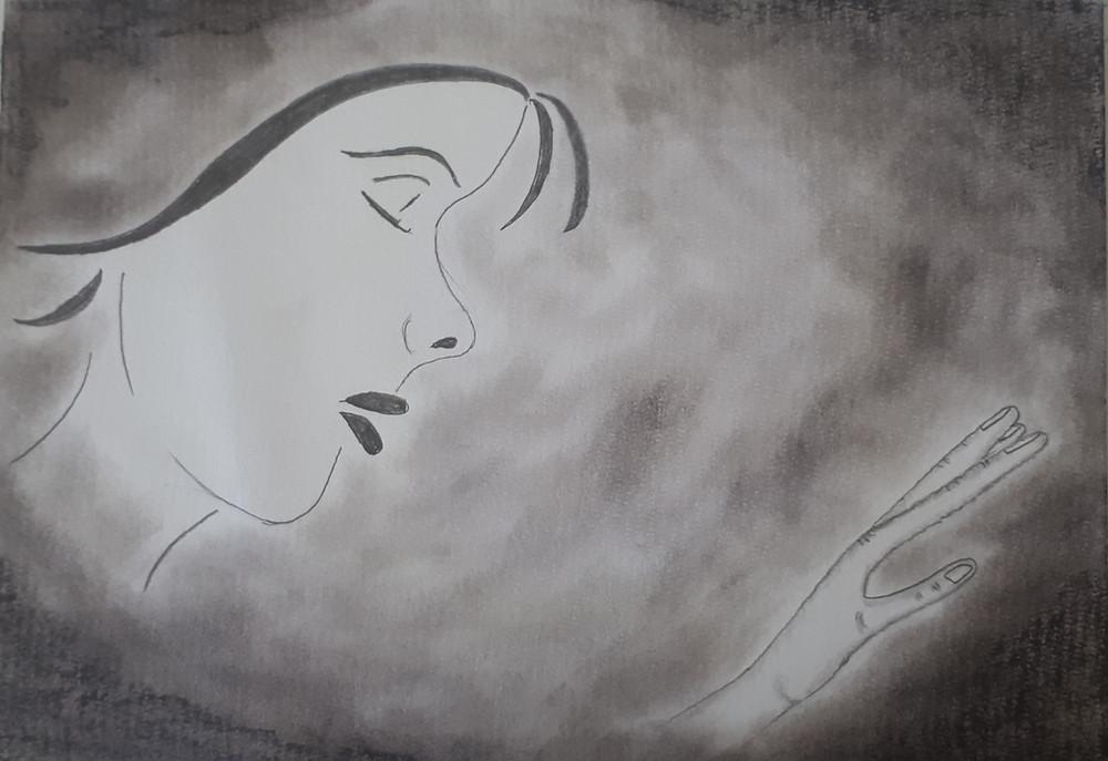Desenho feito em Folha A4, grafite e pastel seco, nele vê-se, à esquerda, o perfil do rosto de uma mulher envolto por densa névoa. Ela está com os olhos fechados, sua mão, à direita, parece tocar algo.