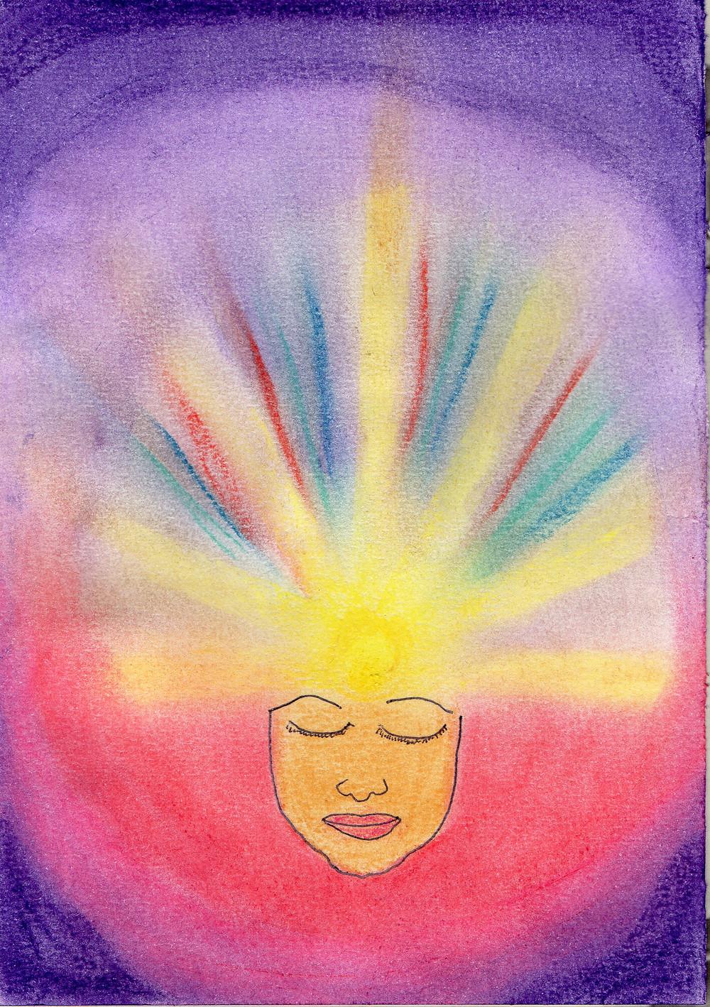 Uma face, na qual, do centro da testa, saem raios de luz, raios amarelos, verdes, e azuis. O fundo da imagem tem a borda violeta e a parte inferior rosa. As cores se fundem como energias.(desenho em pastel seco)