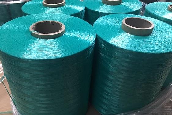 blue yarn.jpg