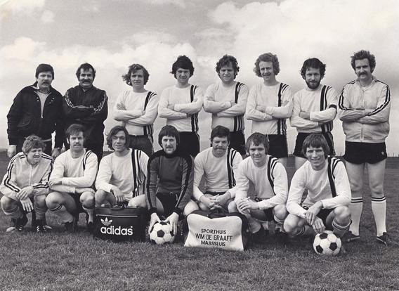 M.S.V.'71-1 Seizoen 1976-1977 kampioen 3e klasse RVB