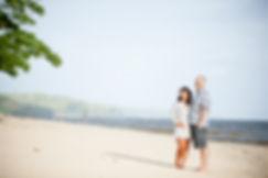 Happy-Pregnant-couple-at-the-beach.jpg
