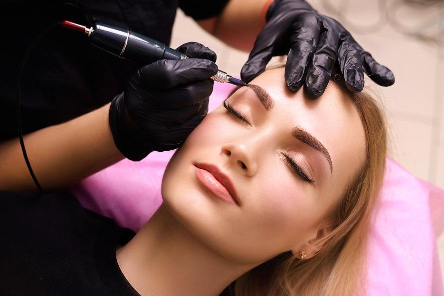 permanent-make-up-on-eyebrows.jpg