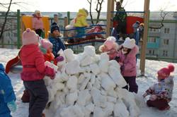 Мы построим снежный замок.