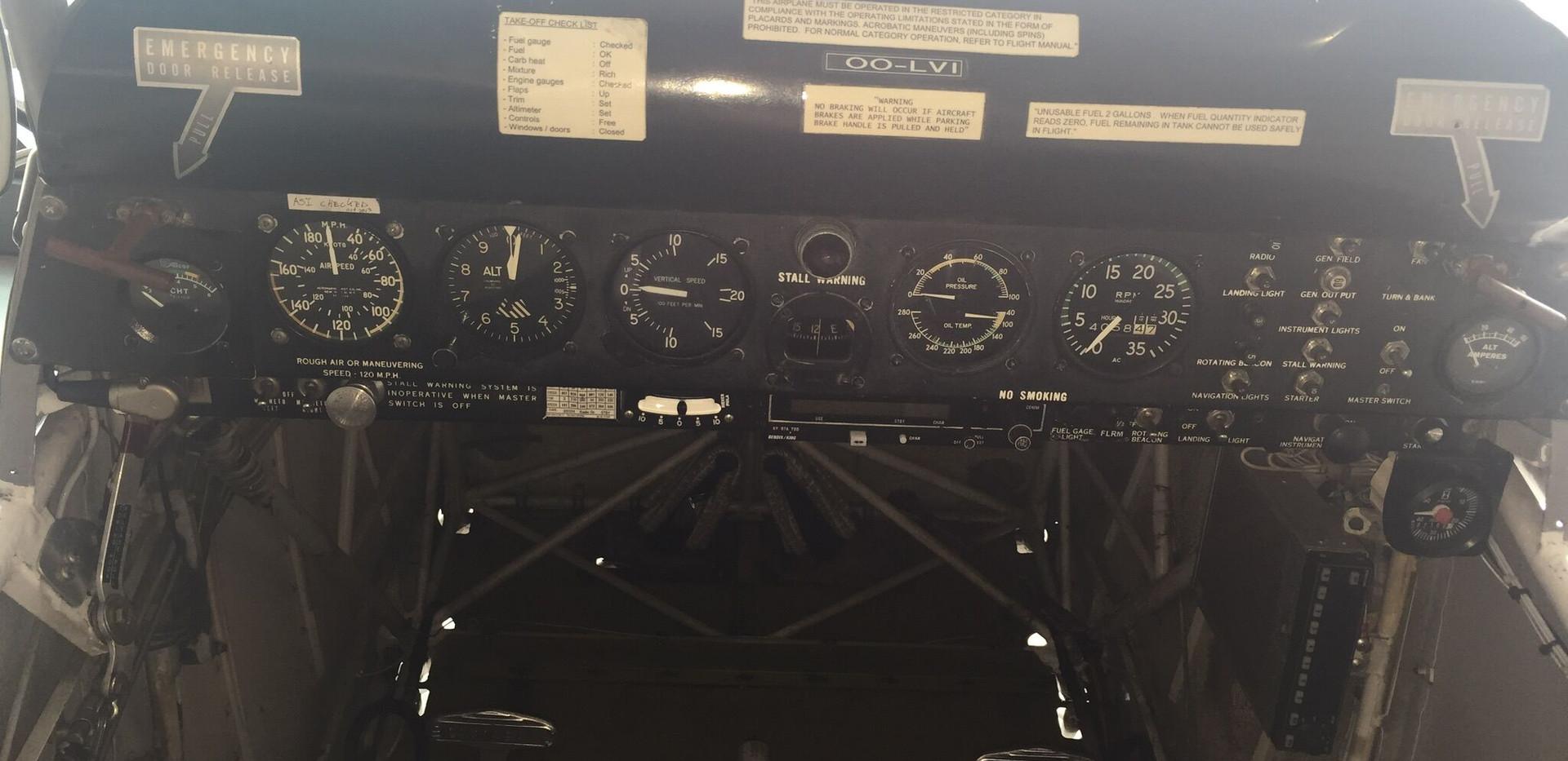 Cockpit OO-LVI