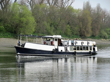 M.V Henley's unique versatility, this stunning vessel accommodates a variety of fabulous events from 2 to 96 guests. On The Thames River Boats