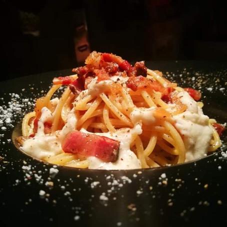Ricetta donata da:La Maisonette-Spaghetti quadrati, guanciale croccante pere, miele, pecorino Romano