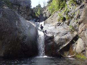 Le canyon du Mas Calsan : un parcours sportif à découvrir au printemps